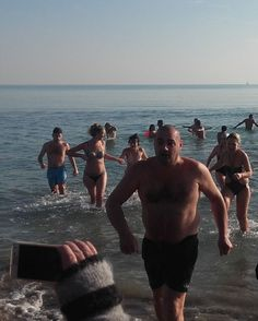 #VeniceLido #beach (01.01.16) - Swimmers come back from cold