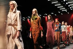 Gucci Women's Fall/Winter 2015-16 Runway Show