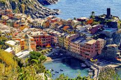 A detailed breakdown of where to stay in Cinque Terre by village and price range. We help you choose the best Cinque Terre hotel for your trip! Places In Italy, Places In Europe, Travel Around Europe, Travel Around The World, Cinque Terre Itália, Week End En Amoureux, Riomaggiore, Excursion, Parc National
