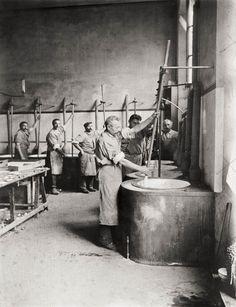 "fabbrica di torrone ""Secondo Vergani"". nuogat factory ""Secondo Vergani"". da stampa originale. from vintage print."