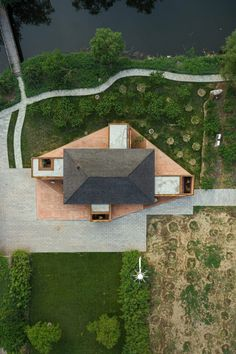 china design A brick holiday home in Tangshan, China designed by Arch Studio has four external terraces partially sheltered under a pitched roof. Chinese Courtyard, Internal Courtyard, Timber Beams, Natural Interior, Roof Structure, Glass Facades, Timber House, Courtyard House, Roof Design