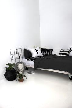 Monochrome Nordic Bedroom | Scandi style black and white interior | Wallment 9 square grid metal wire memo board | Birch night stand | Arne Jacobsen design letters pillow | Elefantöra | Monstera | Scandinavian classics | Nordic Design