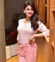 top girls fashion Fashion style look GUNJAN SAXENA: THE KARGIL GIRL TO RELEASE DIRECTLY ON NETFLIX  PHOTO GALLERY  | THEHINDU.COM  #EDUCRATSWEB 2020-06-09 thehindu.com https://www.thehindu.com/entertainment/movies/owu0i0/article31785365.ece/ALTERNATES/FREE_960/gunjan-2