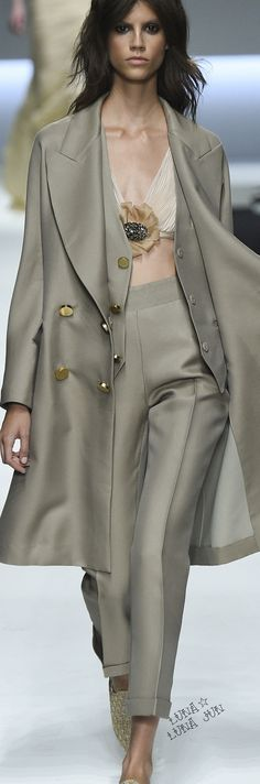 Ermanno Scervino Spring 2016 Ready-to-Wear Fashion Show - Antonina Petkovic Runway Fashion, Spring Fashion, High Fashion, Fashion Show, Womens Fashion, Fashion Design, Fashion Trends, Milan Fashion, Uk Fashion