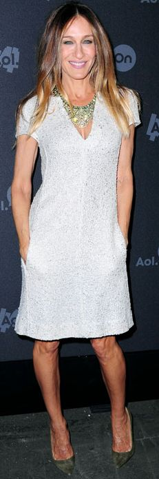 Who made  Sarah Jessica Parkers tweed dress, handbag, and suede pumps that she wore in New York?