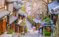 Old town Kyoto, the Higashiyama District during sakura season in Japan Kanazawa, Fukuoka, Nagasaki, Hiroshima, Countries To Visit, Cool Countries, Places To Visit, Beppu, Wakayama