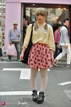 URARA Harajuku, Tokyo Vintage SPRING 2013, GIRLS Kjeld Duits STUDENT, 19  Blouse – Amour Skirt – N/A Shoes – Shimamur