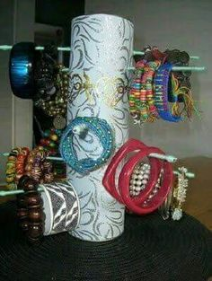 Diy Pringles Can Crafts Jewellery Storage, Jewelry Organization, Jewellery Display, Bracelet Display, Diy Bracelet, Toilet Paper Roll Crafts, Paper Crafts, Paper Paper, Pringles Can
