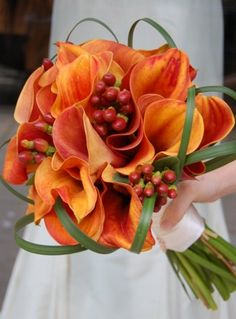 Callas for the bridesmaids w/ callas, berries and grass for the bride?