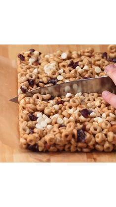 Homemade Breakfast Bars, Breakfast Bars Healthy, Yogurt Breakfast, Homemade Cereal Bars, Healthy Cereal Bars, Oat Cereal, Cereal Treats, Cheerios Cereal, Cheerios Recipes