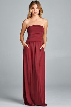 Hands down, this is one of our favorite casual dresses! The homecoming solid maxi dress features a strapless top with two front pockets. We love wearing this with a floppy hat and sunglasses for an ad