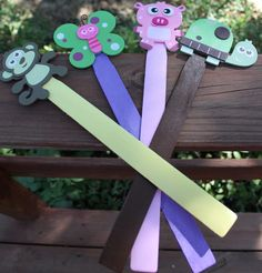 Use wooden paint stir sticks and wooden animals from walmart cents) Pointers for write the room Diy For Kids, Crafts For Kids, Arts And Crafts, Paint Stick Crafts, Paint Stirrers, Paint Stir Sticks, Wood Projects For Kids, Rainy Day Activities, Wooden Animals