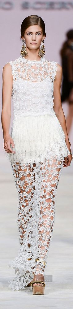 Ulla Johnson Spring Summer 2018 Ready To Wear Collection - Share The Looks Couture Fashion, Runway Fashion, Spring Fashion, Womens Fashion, Fashion Trends, White Fashion, Love Fashion, Luxury Fashion, Fashion Design