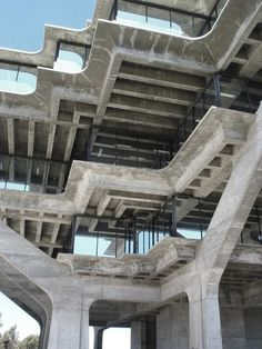 Geisel Library, the main library building on the University of California, San Diego. Architect: William L. Concrete Architecture, Concrete Building, Futuristic Architecture, Amazing Architecture, Art And Architecture, Ok Design, Colani, Concrete Structure, Concrete Jungle