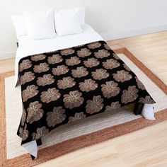 'Contour Flower Design' Comforter by iouryRB