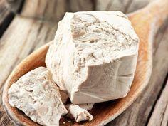 Csupán 200 Ft, mégis csodákra képes az élesztő - Twice. Camembert Cheese, Stuffed Mushrooms, Health Fitness, Herbs, Bread, Baking, Vegetables, Healthy, Food