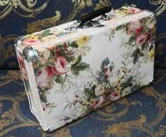 Vintage Suitcase Decor, Decoupage Suitcase, Vintage Trunks, Decoupage Box, Vintage Suitcases, Vintage Luggage, Shabby Chic Trunk, Old Luggage, Painted Trunk