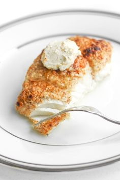 You won't believe how easy it is to make fresh, flavourful and delicious almond-crusted halibut with lemon garlic butter this season.