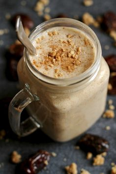 Cool, creamy, and ridiculously comforting! This Salted Caramel Cookie Dough Smoothie tastes indulgent but is made with healthy ingredients like dates, banana, almond milk and oats! Oatmeal Smoothies, Healthy Smoothies, Oatmeal Cookie Smoothie, Vegetable Smoothies, Smoothie Drinks, Smoothie Bowl, Healthy College Snacks, Healthy Breakfasts, Smoothies Sains