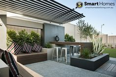 modern patio alfresco design with feature pergola #patio #alfresco #smarthomesforliving