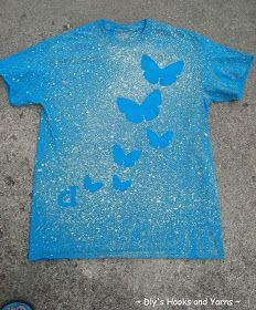 Spray bottle bleach shirts- complete directions on Oopsy Daisy's page (there is a link on this page) Bleach Spray Shirt, Bleach T Shirts, Bleach Art, Reverse Tie Dye, Tie Dye Crafts, Batik, Diy Clothing, Clothes Refashion, T Shirt Diy