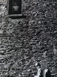 New York Wall, 1939, photo by André Kertész