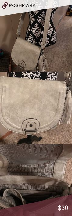 Steve Madden cross body Steve Madden cross body purse! With fringe tassel on the side! Great condition used just a few times! Steve Madden Bags Crossbody Bags