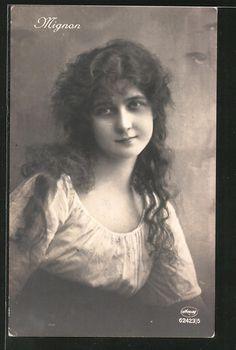 old postcard: Foto-AK Amag, Mignon, Porträt einer schönen Frau