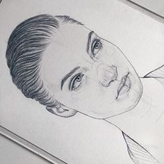 Girl Hair Drawing, Cute Girl Drawing, Cute Drawings, St Cuthbert, Pencil Sketch Drawing, Woman Sketch, How To Draw Hair, Foto E Video, Girl Hairstyles