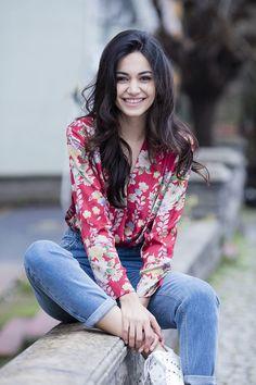 Şilan Makal Turkish Women Beautiful, Turkish Beauty, Cherry Blossom Bedroom, Chinese Symbol Tattoos, Elcin Sangu, Aesthetic Painting, N Girls, Muslim Women, Celebs