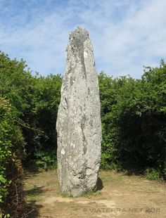 photos from Brittany : standing stones, dolmens, cairns and sacred stones Cairns, Photo Bretagne, Western Coast, Brittany France, Earth Tones, Dark Fantasy, Origins, Archaeology, Photos