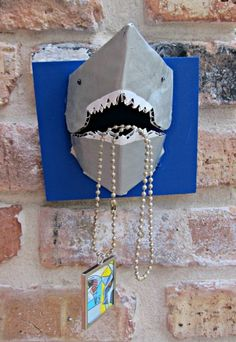 Okay, I love this 3D Shark Necklace Holder! Unique!