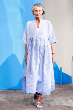 Daniela Gregis Spring 2015. I'm not fond of the men's fashions,except one, which i would like to wear myself. I like this dress and a few of the others shown. I'm impressed with the older model.