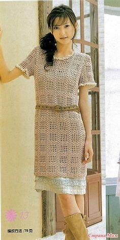 Это платье выполнено в технике филе. Благодаря геометрическому узору оно смотрится очень стильно и элегантно. 350 гр. хлопка. Крючок 3.0 Обхват груди 88 см. Длинна 77 см.