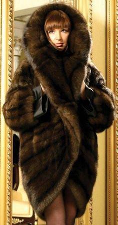 The world is beautiful Fur Fashion, Winter Fashion, Sable Fur Coat, Mink Fur, Cocoon Jackets, Cool Coats, Fabulous Furs, Facon, Fascinator