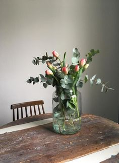 Lieber Frühling, wir wären soweit! #frühling #blumen #flowers #altbau #küche #kitchen #eukalyptus