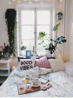 Plants are an amazing Uni room decoration idea! Plants are an amazing Uni room decoration idea! Home Bedroom, Bedroom Decor, Bedroom Ideas, Decor Room, Bedroom Inspo, Bedroom Apartment, Bedroom Pictures, Bedroom Furniture, Furniture Chairs
