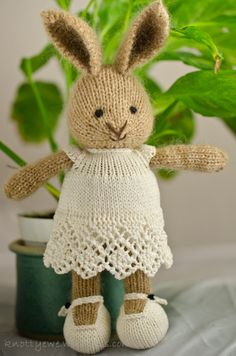 Afbeeldingsresultaat voor little cotton rabbits Knitted Bunnies, Knitted Animals, Knitted Dolls, Crochet Rabbit, Knit Or Crochet, Crochet Toys, Knitting Projects, Crochet Projects, Knitting Patterns