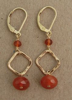 Gold filled square with orange carnelian earrings Wire Wrapped Jewelry, Wire Jewelry, Jewelry Crafts, Beaded Jewelry, Jewelery, Beaded Earrings, Earrings Handmade, Handmade Jewelry, Beautiful Earrings