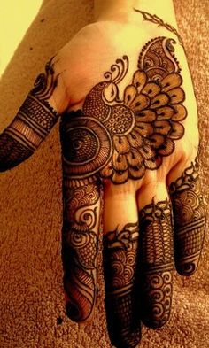 In Mehndi designs traditional mehndi design is also look good look for women hand.Here you can see latest, trendy and fancy mehndi designs. This mehndi design will available for both bride and groom. Henna Hand Designs, Eid Mehndi Designs, Mehndi Designs Finger, Peacock Mehndi Designs, Modern Mehndi Designs, Mehndi Design Pictures, Beautiful Mehndi Design, Latest Mehndi Designs, Mehndi Designs For Hands