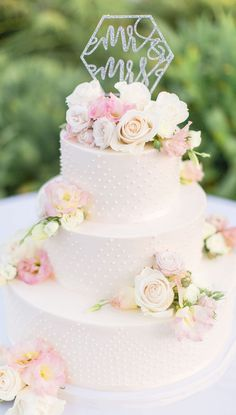 Classic Wedding Cake with Geometric Wedding Cake Topper #floralweddingcakes