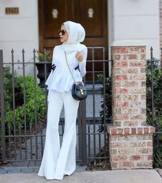 Fashion Arabic Style Illustration Description Flared white pants with hijab-How to renew your style with hijab – Just Trendy Girls – Read More – Modern Hijab Fashion, Muslim Women Fashion, Islamic Fashion, Latest Fashion For Women, Modest Fashion, Fashion Outfits, Modest Wear, Modest Dresses, Modest Outfits