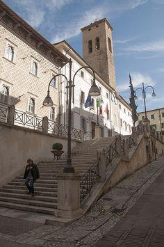 Palazzo Comunale Spoleto (Town Hall Spoleto), de original building of de city of Spoleto dates from de 13th century, in Spoleto, Perugia, Umbria_ Italy