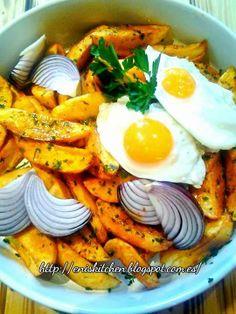 """Hay quien dice """"algo rápido, huevos fritos con patatas"""" yo diría """"Deliciosas patatas fritas con especias y huevos caidos. http://eniskitchen.blogspot.com.es/2014/03/patatas-fritas-con-especias-y-huevos.html"""