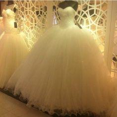 Prenses Gelinlik Modelleri #gelinlikmodelleri #2014gelinlikmodelleri   #weddingdress   #weddingdresses2014   #sposa   #baliketekgelinlik   #bridal   #gelinlik   http://enmodagelinlik.com/prenses-gelinlik-modelleri-2014-15/