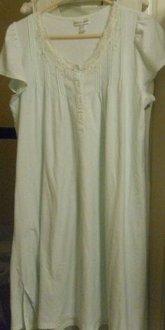 NIGHTGOWN VINTAGE MED.LENGTH - LG. PALE MINT GREEN EMBROIDERY SCOOP NECK PLEATS #MissElaine #NIGHTGOWNSHORT