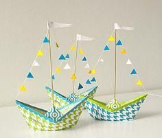 Niedliche Boote aus Papier als Tischdeko für deinen nächsten Kindergeburtstag