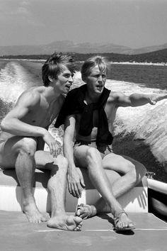 Erik Bruhn, son partenaire. Son contrat avec le Grand Ballet du Marquis de Cuevas marque le début d'une brillante carrière internationale. Rudolf Noureev enflamme les scènes du monde entier. Lors d'un séjour au Danemark, il rencontre le danseur danois Erik Bruhn : c'est le coup de foudre. Les deux hommes formeront un duo sur scène et dans la vie, jusqu'à la mort d'Erik Bruhn, en 1986.