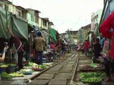 Maeklong Railway Market, Thailand - Il mercato sui binari del treno in thailandia World Trips Luca - Guardalo