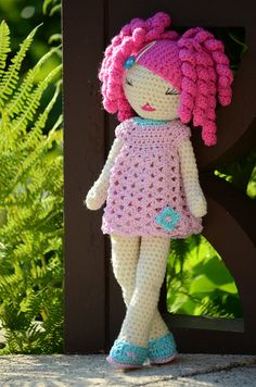 Nani by Lenekie, via Flickr - no pattern, for inspiration. I wonder if I could make wigs for a Lily doll as this looks like the wig is made separately.
